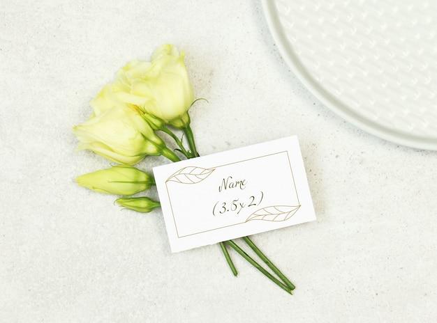 Cartão de nome de casamento de maquete
