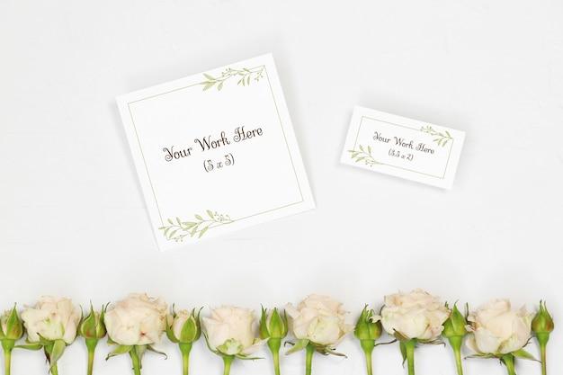 Cartão de nome de maquete e cartão de agradecimento com flores