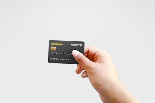 Cartão de plástico em maquete de mão