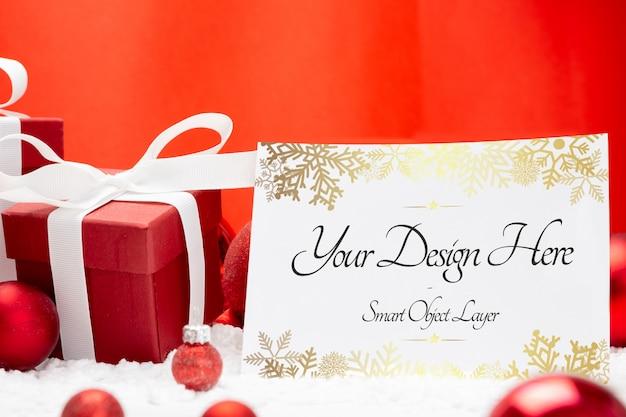 Cartão de saudação de natal em branco com presentes