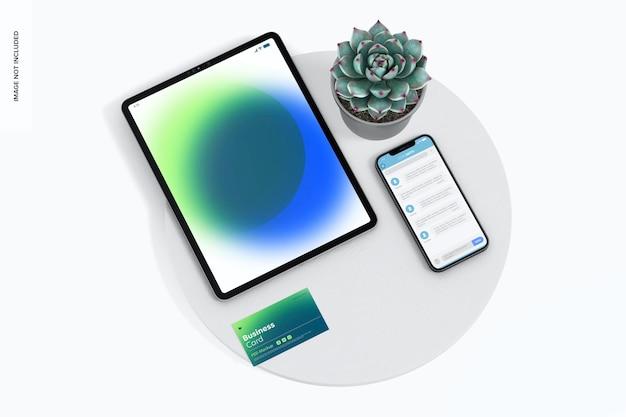 Cartão de visita com maquete de dispositivos, no pódio