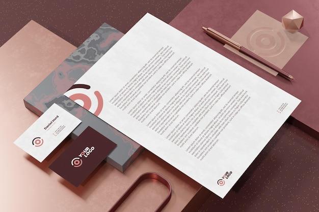 Cartão de visita com modelo de papel timbrado de marca e papel timbrado Psd Premium