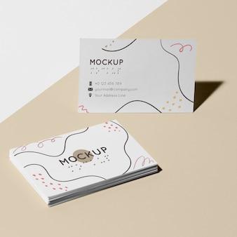 Cartão de visita com modelo em braille