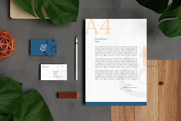 Cartão de visita com papel timbrado a4 documento e maquete de papelaria