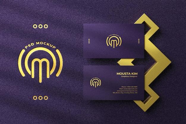 Cartão de visita de luxo com maquete do logotipo de folha dourada