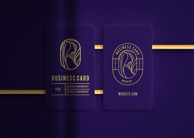 Cartão de visita de luxo índigo com maquete de ouro em relevo