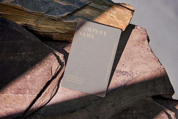 Cartão de visita de maquete com sombra de luz solar