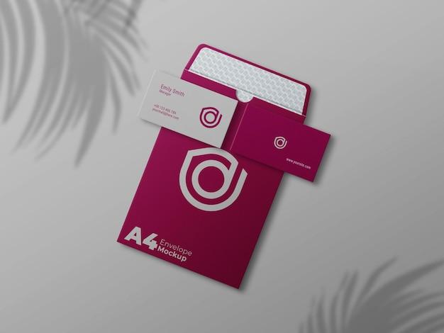 Cartão de visita em maquete realista de envelope aberto a4
