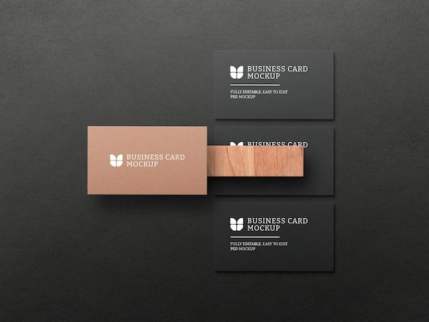Cartão de visita escuro com maquete de papel kraft