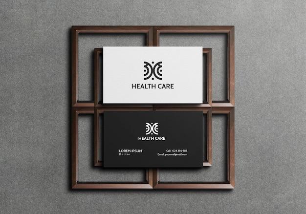 Cartão de visita frente e verso em elementos de madeira