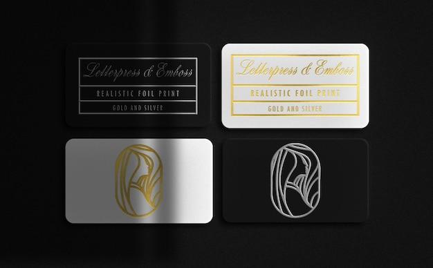 Cartão de visita luxuoso flutuante branco e preto com maquete em relevo em ouro e prata