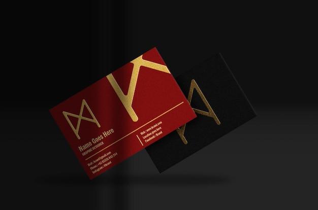 Cartão de visita luxuoso vermelho e preto flutuante com maquete dourada em relevo