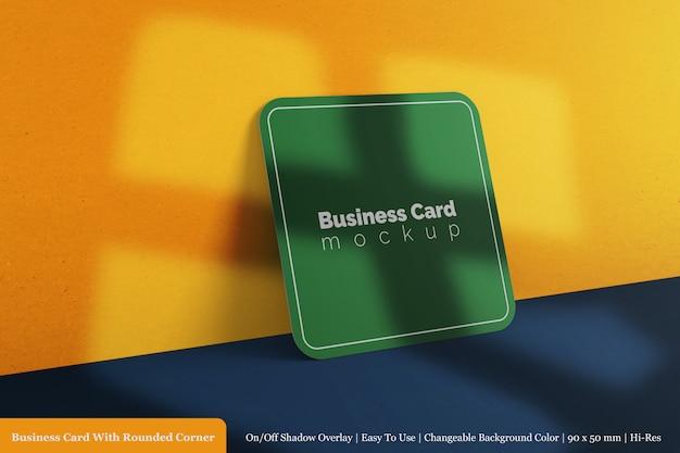 Cartão de visita quadrado corporativo mock-up de canto arredondado com sobreposição de sombra