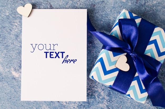 Cartão para dia dos pais ou aniversário. caixa de presente com papel branco em branco