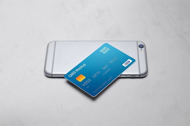 Cartão plástico em uma maquete de telefone