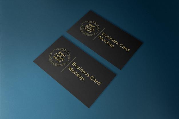 Cartão preto de luxo com maquete em relevo ouro