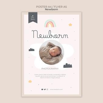 Cartaz de bebê recém-nascido e design de modelo de folheto