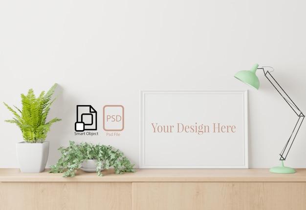 Cartaz interior em casa simulado acima com moldura no aparador e fundo de parede branca.