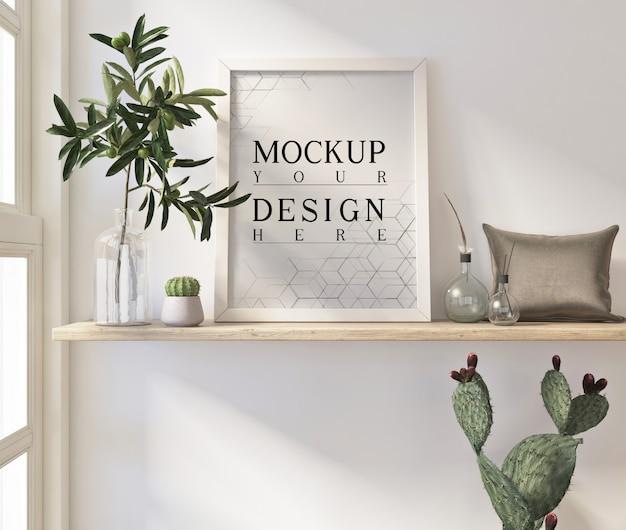 Cartazes de maquete na moderna sala de estar branca com plantador e travesseiro