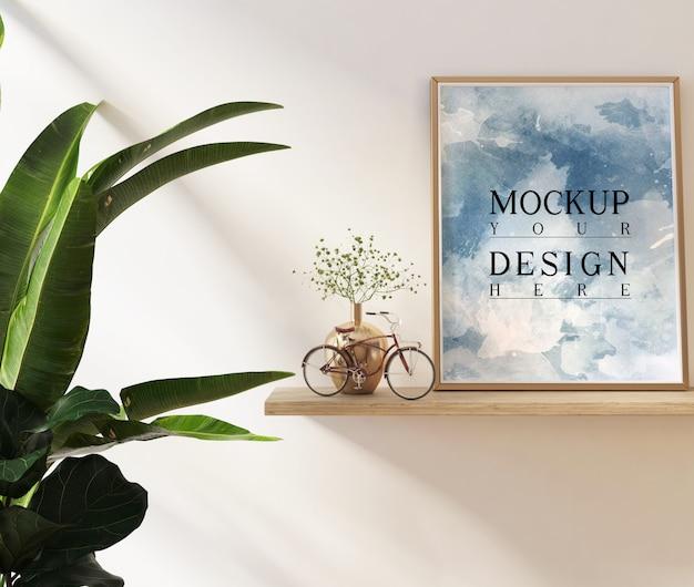 Cartazes de maquete na sala de estar com decoração e plantas