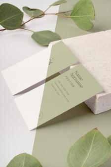 Cartões de visita com folhas