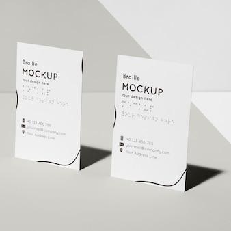 Cartões de visita com maquete em braille em relevo