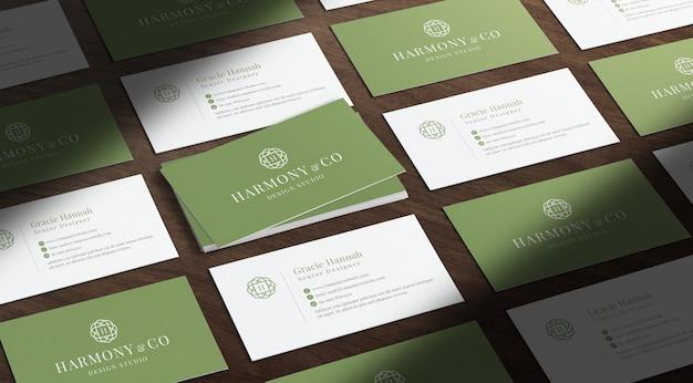 Cartões de visita em uma maquete diagonal
