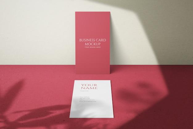 Cartões de visita verticais modernos editáveis modernos simples tamanho mock up modelos