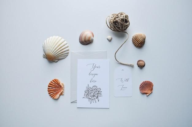 Cartões e conchas mock up