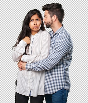 Casal jovem sussurrando