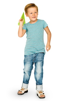 Caucasiano, etnicidade, menino, lançando papel, avião