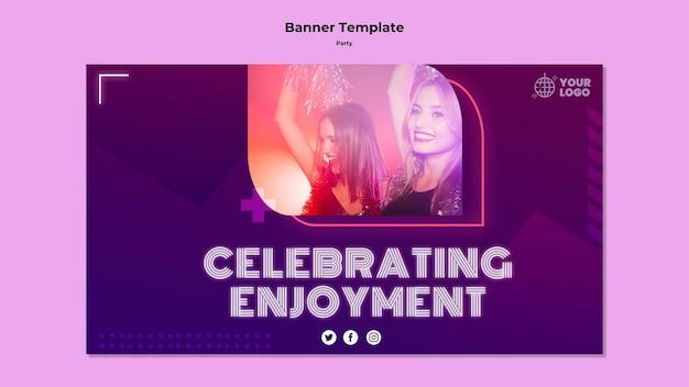 Celebrando o modelo de banner de diversão
