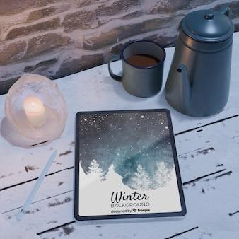 Chaleira com chá para tempo frio