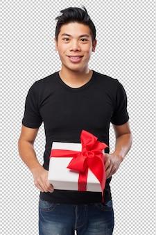 Chinês-homem legal segurando um presente