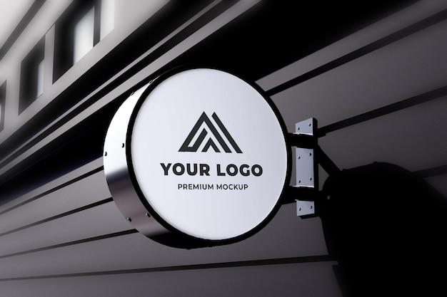 Círculo de maquete de néon caixa sinal de loja parede preta realista