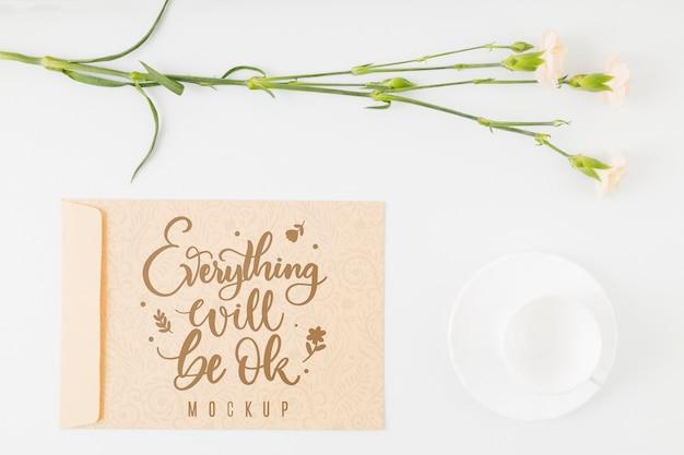 Citação motivacional de mock-up floral de vista superior