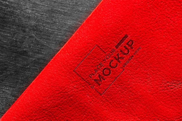 Close da superfície do couro vermelho