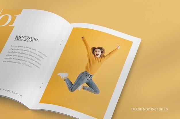Close-up da brochura aberta