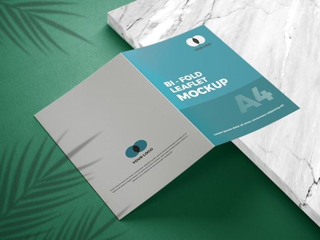 Close-up na brochura de maquete bifold
