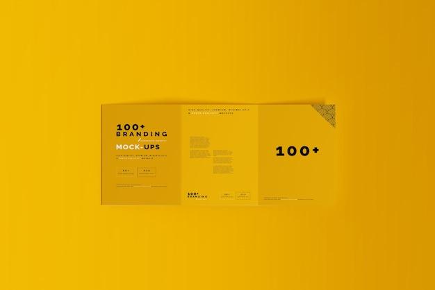 Close-up na embalagem do modelo de folheto de três dobras
