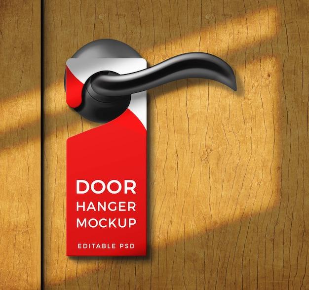 Close-up na etiqueta de maquete de cabide de porta