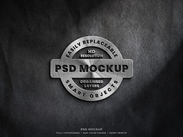 Close-up na maquete de logotipo de aço metálico prata