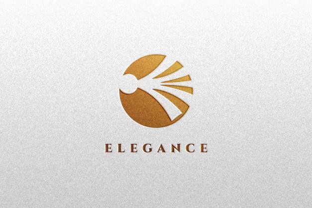 Close-up na maquete de logotipo de efeito dourado luxuoso