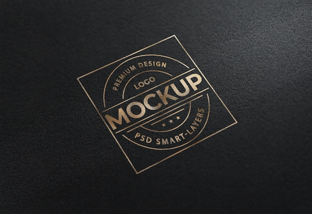 Close-up na maquete de logotipo de folha de ouro de luxo