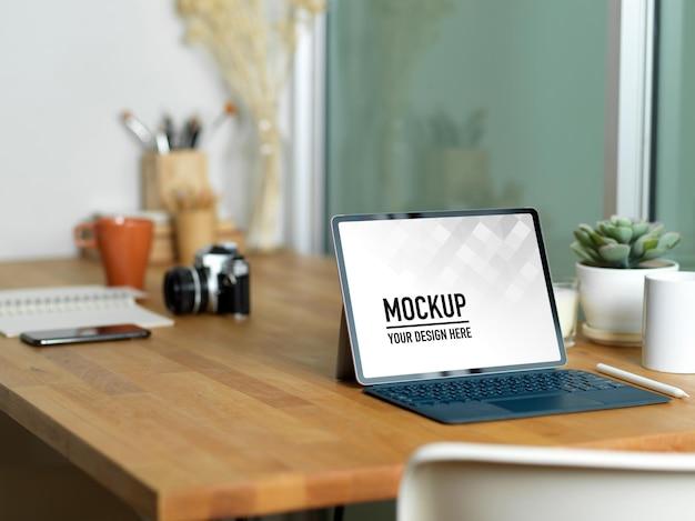Close-up na maquete de tablet digital com teclado