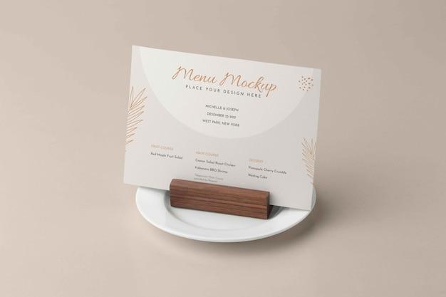 Close-up na maquete do menu no suporte de madeira