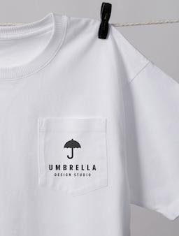 Close-up no bolso da t-shirt maquete