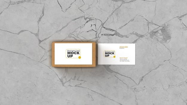 Close-up no cartão de visita com o box mockup