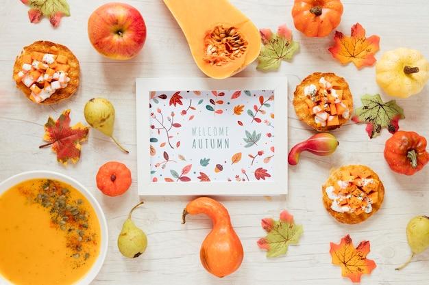 Comida de outono com mock-up emoldurado