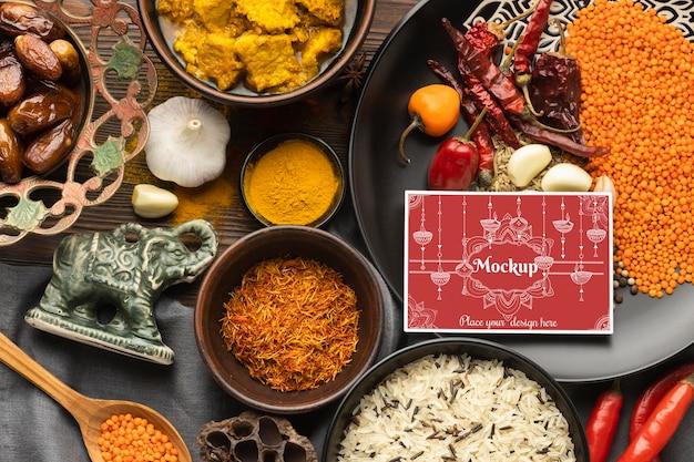 Comida indiana deliciosa com maquete